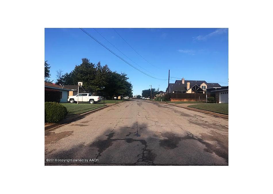 Photo of 701 Oak Lane Childress, TX 79201
