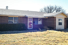 Photo of 1031 10th St Tulia, TX 79088