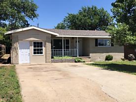Photo of 203 Garrett St Borger, TX 79007