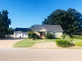 Photo of 307 Avenue G SE Childress, TX 79201