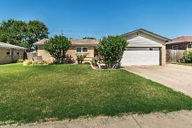 Photo of 2105 Zimmers St Pampa, TX 79065