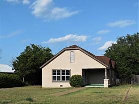 Photo of 408 Houston St Shamrock, TX 79079
