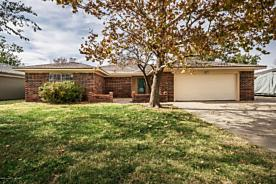 Photo of 2621 Cherokee Dr Pampa, TX 79065