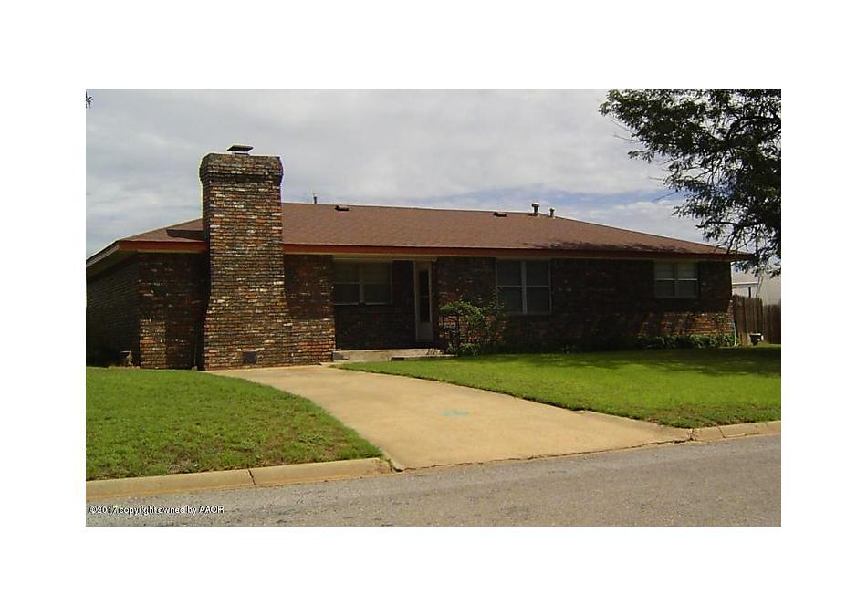 Photo of 906 Houston Street Shamrock, TX 79079