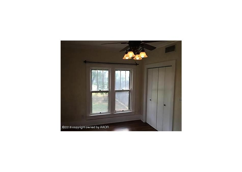 Photo of 510 Avenue  F Se Childress, TX 79201