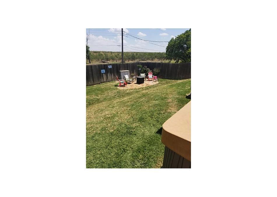 Photo of 103 Pinehurst St Borger, TX 79007