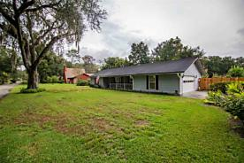 Photo of 104 Thicket Ln Palatka, FL 32177