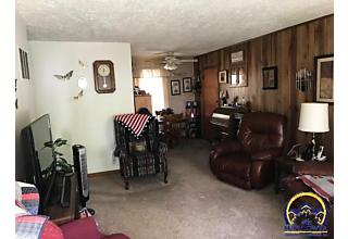 Photo of 1939 Sw Moundview Dr Topeka, KS 66604