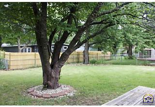 Photo of 1722 Sw Kent Pl Topeka, KS 66604
