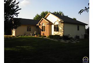 Photo of 2822 Sw Santa Fe Dr Topeka, KS 66614