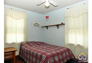 Photo of 1347 Sw Wayne Ave Topeka, KS 66604