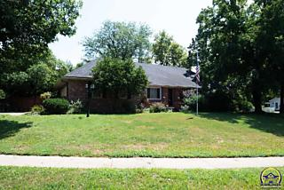 Photo of 2031 Sw Briarwood Dr Topeka, KS 66611