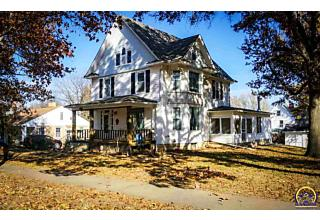 Photo of 802 Iowa Ave Holton, KS 66436