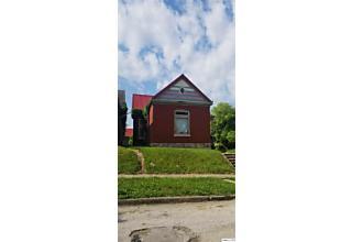 Photo of 300 Elm St Quincy, IL 62301