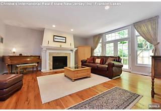 Photo of 11 Pinecliff Court North Haledon, NJ