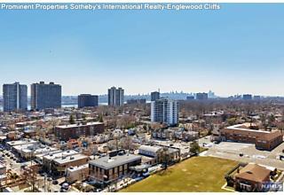 Photo of 2000 Linwood Avenue Fort Lee, NJ