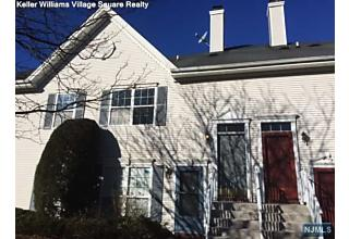 Photo of 1002 Cumberland Court Mahwah, NJ