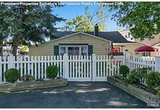 Photo of 6 Vista Lane Edgewater, NJ