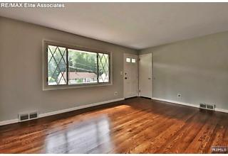 Photo of 10 Lakeview Drive Emerson, NJ
