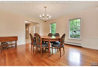 Photo of 363 Lakeview Drive Wyckoff, NJ