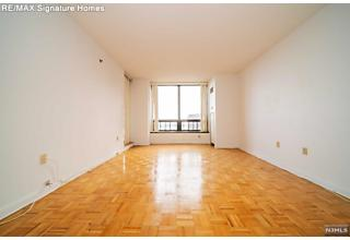 Photo of 900 Palisade Avenue Fort Lee, NJ