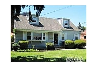 Photo of 415 5th St East Northport, NY 11731